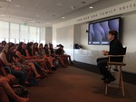 Dave Eggers meets with freshmen honors students